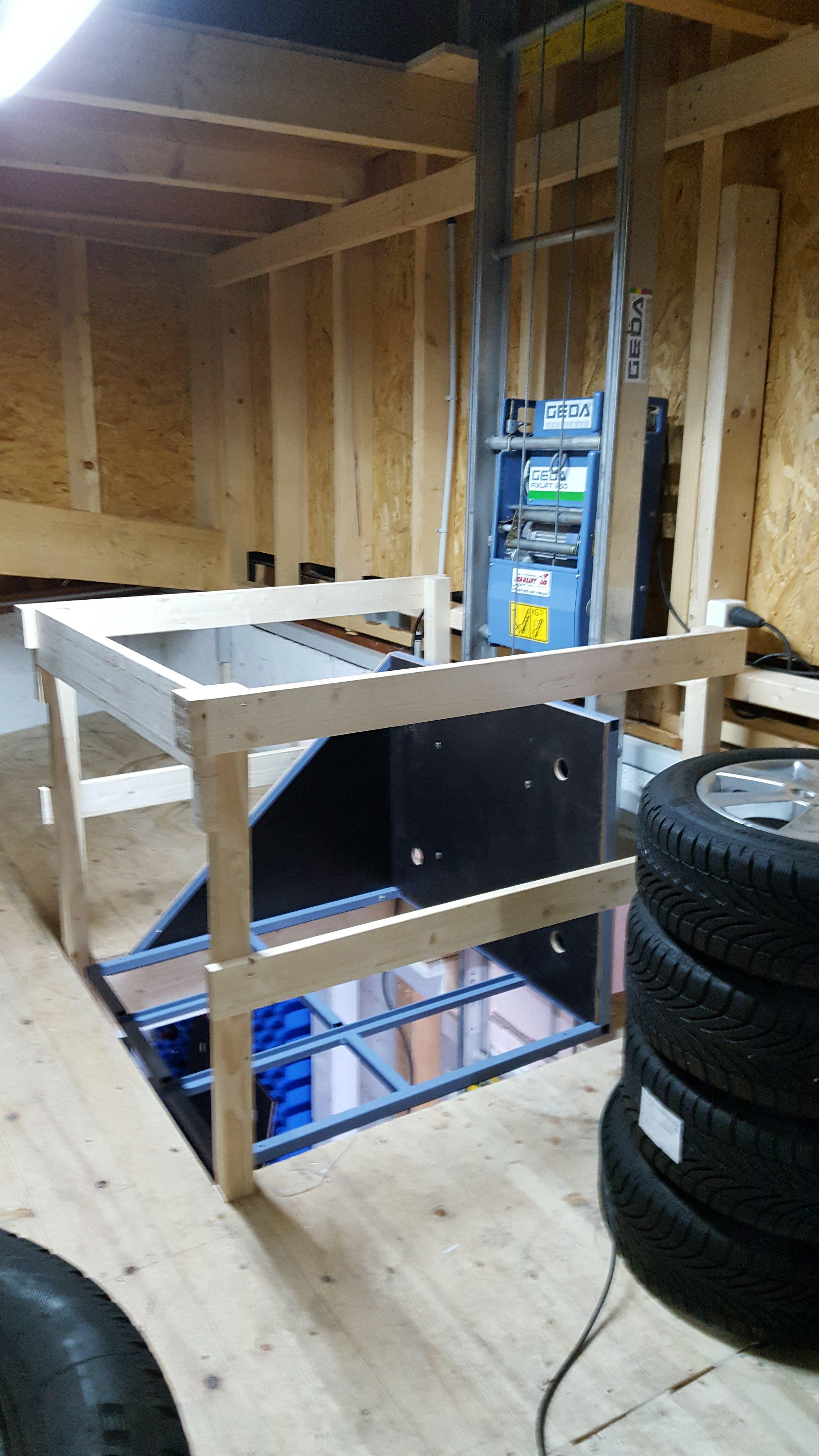 Garagenlift in einem Reifenlager